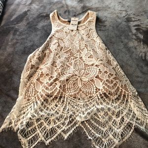 BRAND NEW LACE CROP TOP